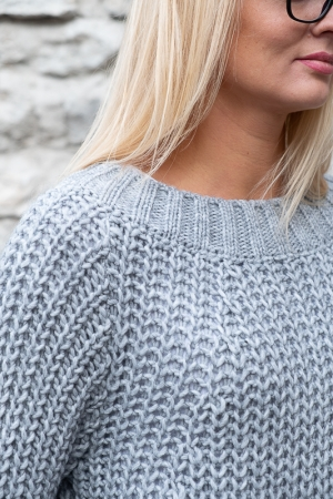 COZY WOOL SWEATER, LIGHT GREY