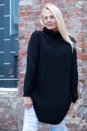COZY TURTLENECK SWEATER, BLACK